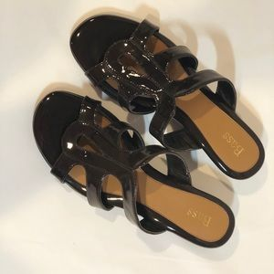EUC Bass Ava Brown Patent Low Wedge Sandal
